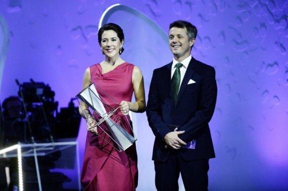 Frederik og Mary er såmænd ikke utilfredse med at danske skatteydere betaler for deres luksusliv. De foretrækker bare at danskerne lader sig udskifte lidt hurtigere med arabere og negere, så de ikke unødigt skal belemres med at herske over så håbløst umoderne ensartet et folk som det danske.